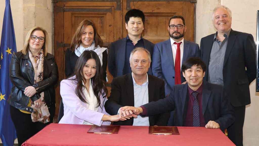 Firma del acuerdo entre el Ayuntamiento de Llíria y eHang