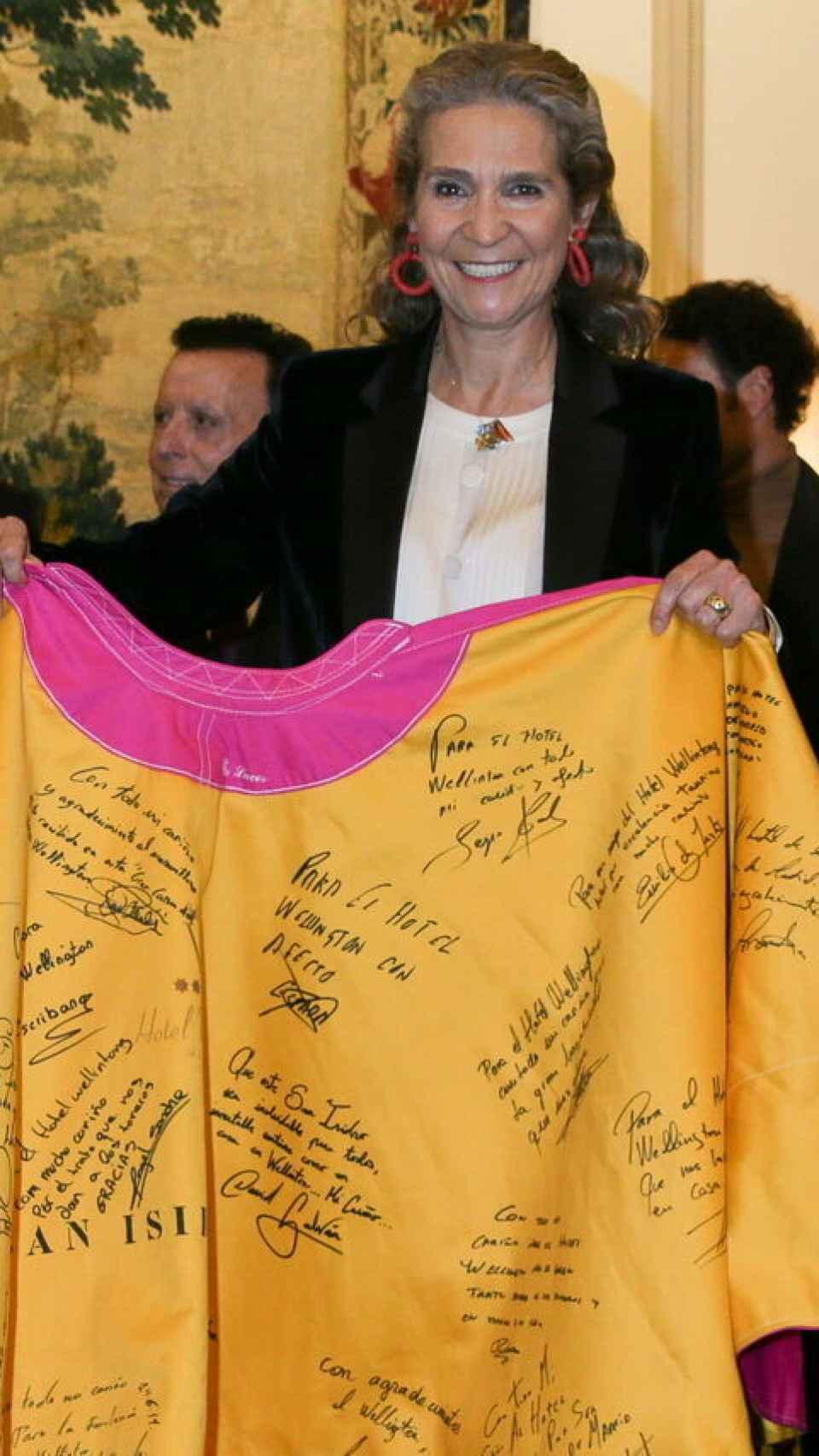 La infanta Elena, reconocida con el Capote de las Artes por su apoyo a los toros.