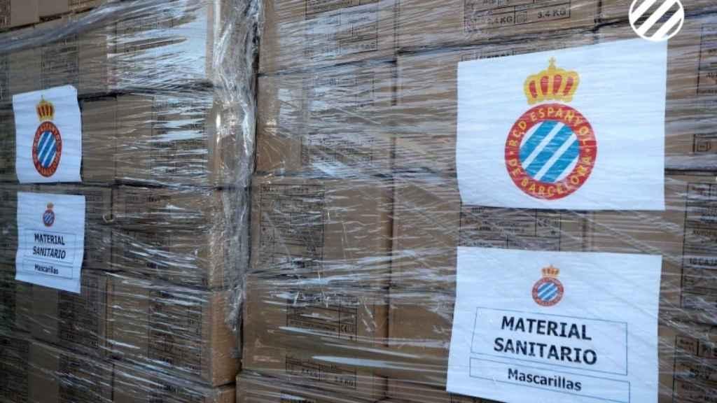 Cajas con material sanitario que ha donado el RCD Espanyol para luchar contra el coronavirus