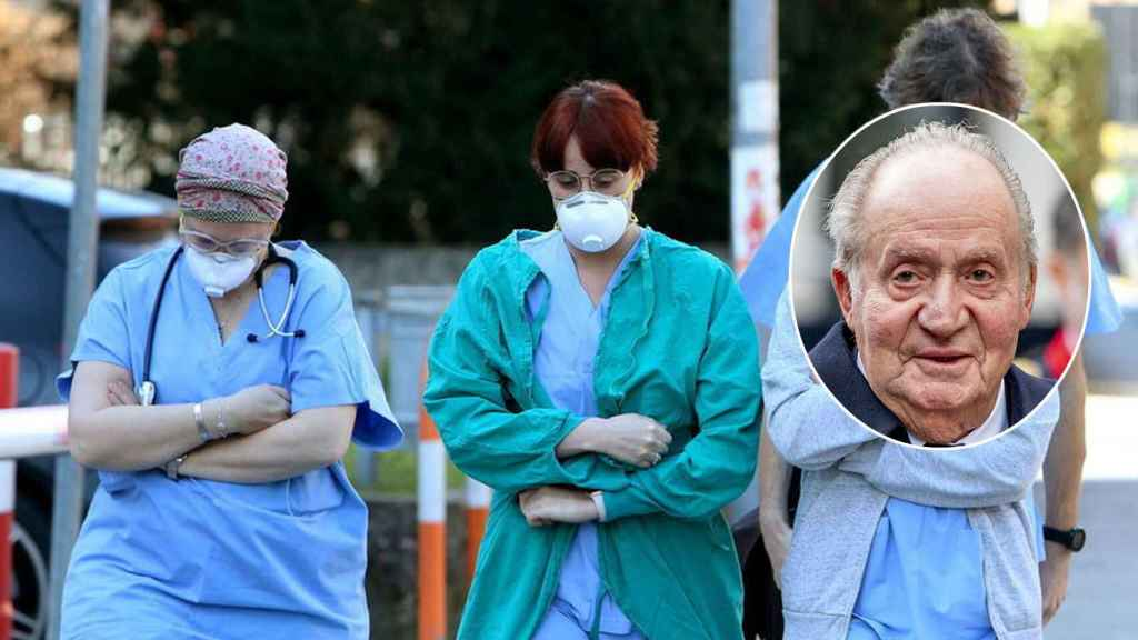 Personal sanitario con su indumentaria de trabajo y el rey emérito Juan Carlos I.