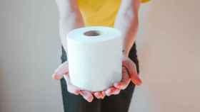 Rollo de papel higiénico.