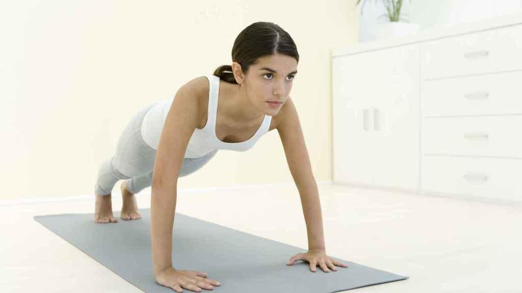 El pilates y el yoga son dos de las disciplinas que se pueden hacer estos días desde casa.