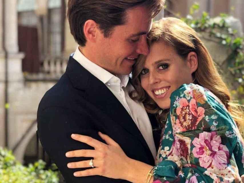 Edoardo y Beatriz de York al anunciar su compromiso.