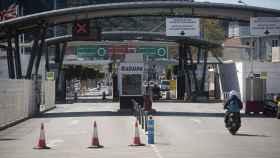 Aduana para cruzar la verja hacia Gibraltar