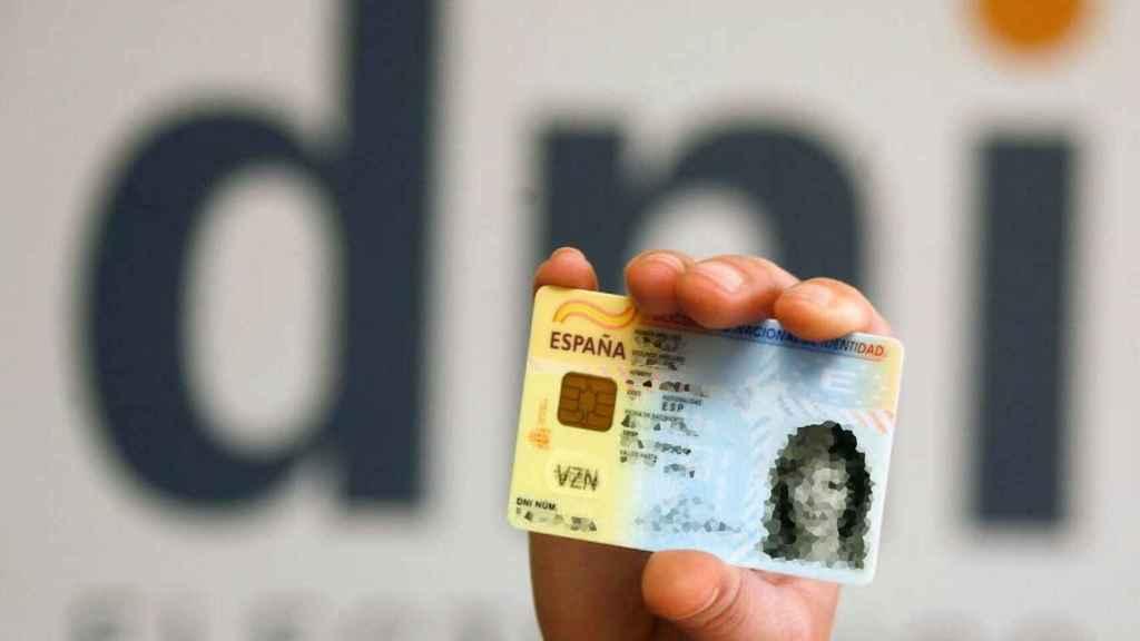 Un Documento Nacional de Identidad.