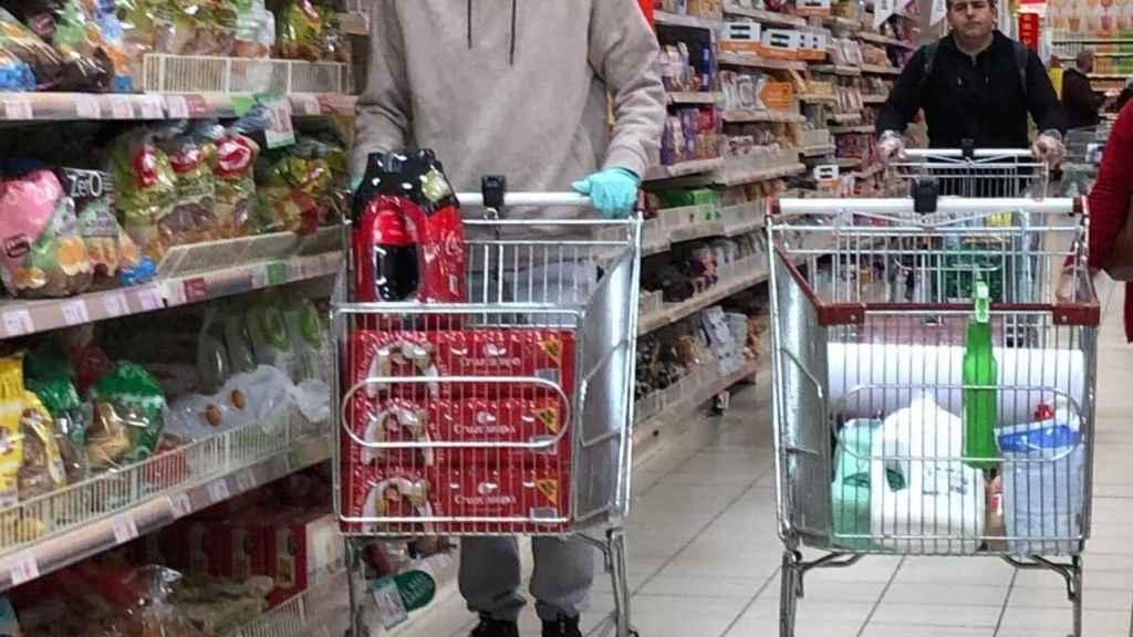 Dani Güiza haciendo  la compra en el supermercado