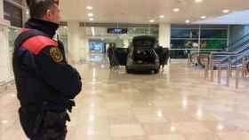 Dos personas detenidas al acceder con un vehículo a la T1 del aeropuerto El Prat (Barcelona)
