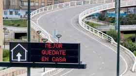 Vista de una carretera completamente vacía en Zaragoza en pleno estado de alarma.