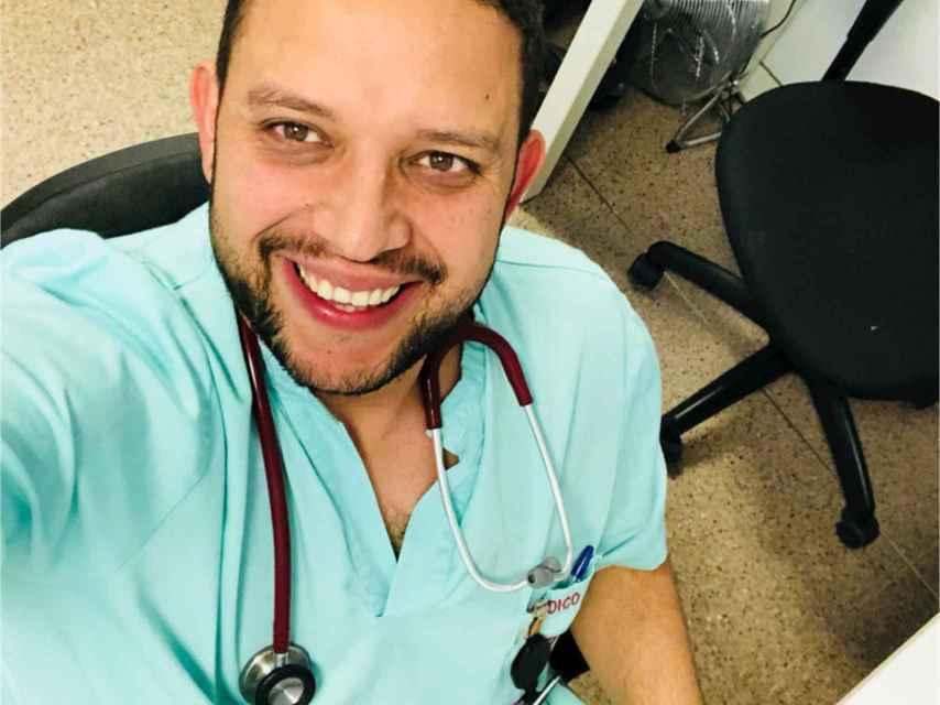 Julio Armas está especializado en Medicina de Familia.