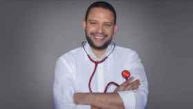 El doctor Julio Armas es el presentador del nuevo programa.