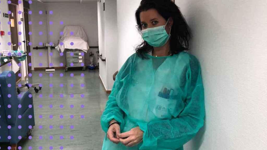 La enfermera Mila García, en su puesto de trabajo.