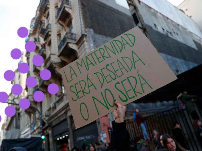 Un cartel a favor de la legalización del aborto en una manifestación de Argentina.