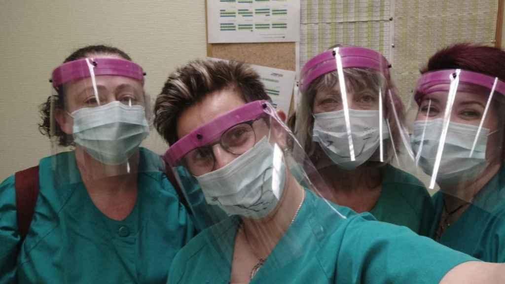 Sanitarias con pantallas de protección impresas en 3D.