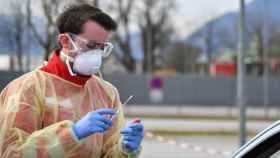 Una prueba del coronavirus en Austria.
