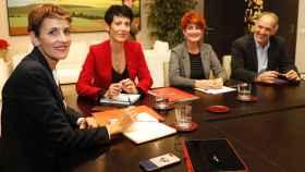 María Chivite, presidenta de Navarra, reunida con varios miembros de EH Bildu.