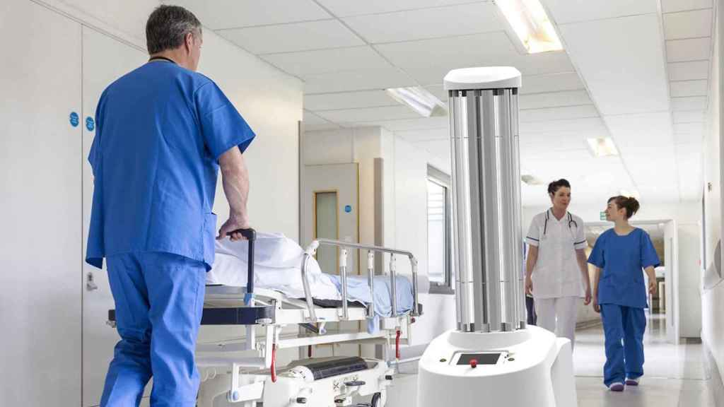 El 'Roomba' anti-coronavirus que usó China para desinfectar sus hospitales
