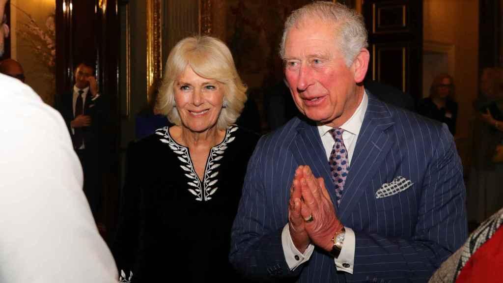 El príncipe Carlos y la duquesa de Cornualles se encuentran aislados en el castillo de Balmoral, en Escocia.