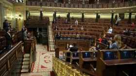 Batet interrumpe brevemente el pleno para que los diputados aplaudan el trabajo y la entrega de los sanitarios.