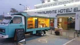 Este 'food truck' espera a los camioneros que necesiten comer o beber algo caliente