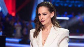 Eva González ha aprovechado el confinamiento para seguir ejerciendo de presentadora.
