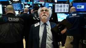 Un operador en la bolsa de Wall Street.