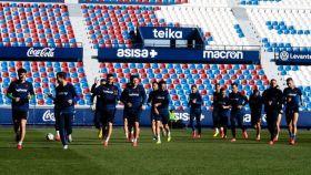 El Levante UD en el último entrenamiento antes del parón