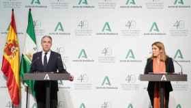 Los consejeros de Presidencia y de Empleo en Andalucía, Elías Bendodo y Rocío Blanco.