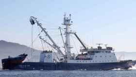 Uno de los barcos del grupo Jealsa faenando.