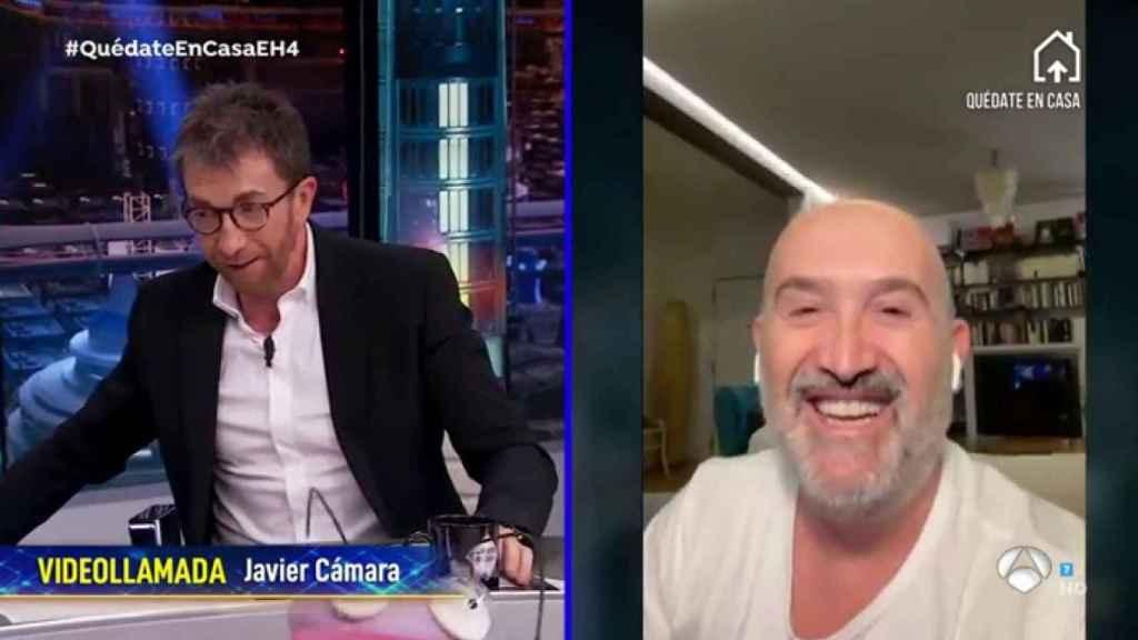 Javier Cámara bromeó con el hecho de que tenía que hablar bajito porque su familia estaba durmiendo.