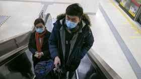 Ciudadanos chinos en el metro.
