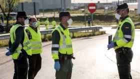 Agentes de la Guardia Civil controlando el tráfico estas últimas semanas.