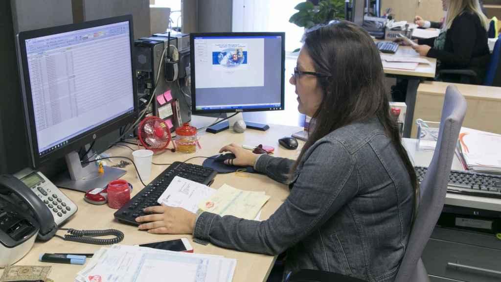 La trabajadora de una oficina.