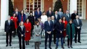 El Gobierno al completo en las escaleras de Moncloa.