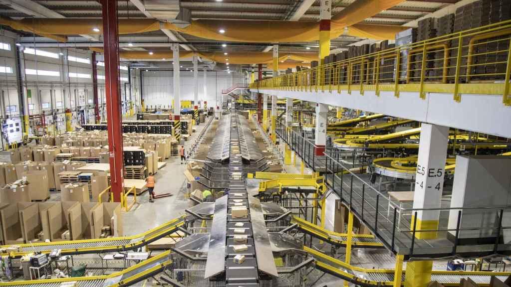 Imagen de un centro logístico de Amazon en Europa.