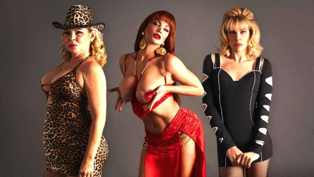 Isabel Torres, Daniela Santiago y Jedet interpretando a la Veneno en diferentes momentos de su vida.