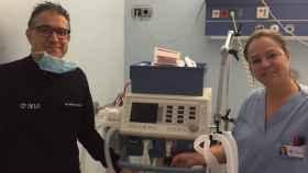 La pieza en impresión, en un respirador del Hospital IMED Levante de Benidorm.