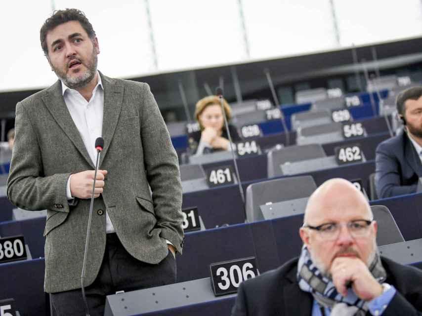 El portavoz económico del PSOE, Jonás Fernández, durante un pleno en la Eurocámara