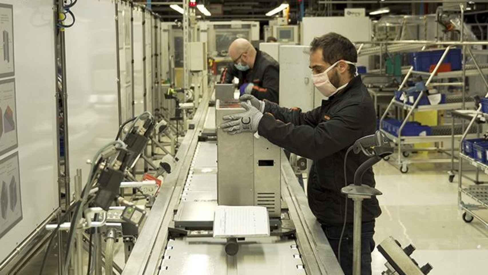 Operarios de Seat involucrados en el proyecto de los respiradores.