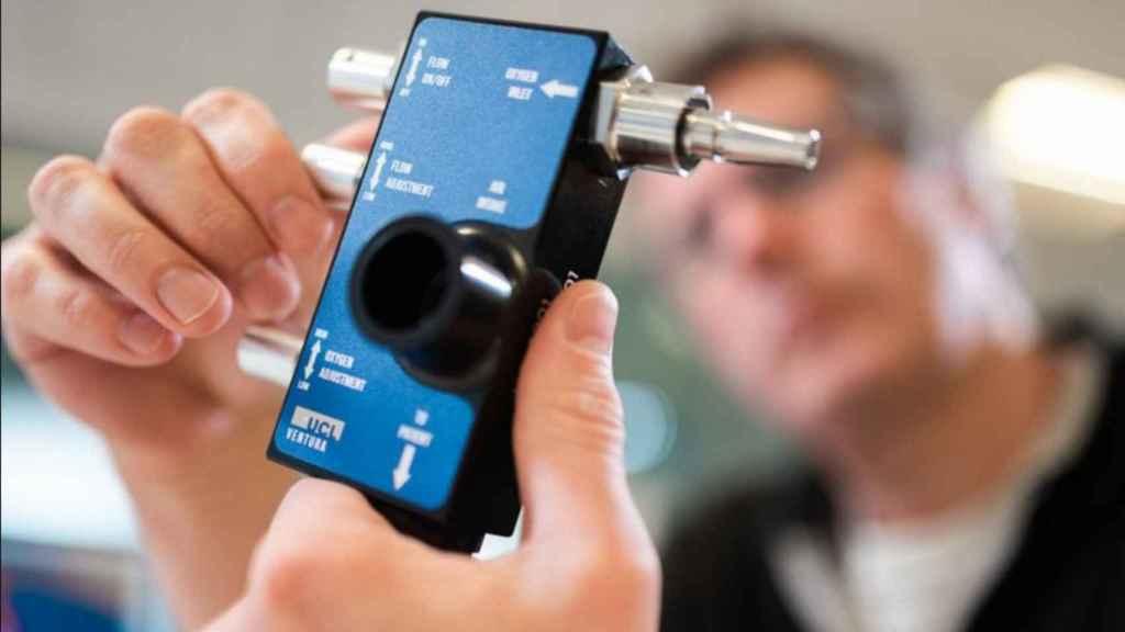 Un dispositivo respirador creado por ingeniería inversa.