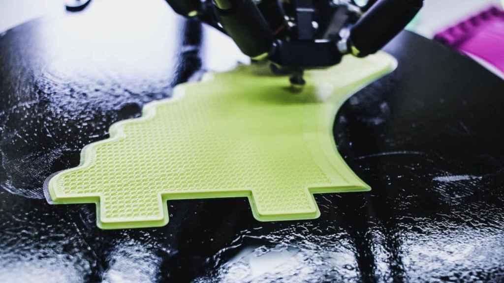 Impresora 3D en funcionamiento.