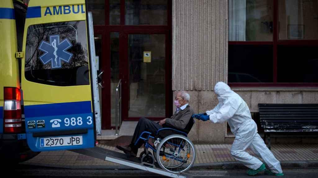 La pandemia ha acabado con la vida de, al menos, 2.170 ancianos en España.
