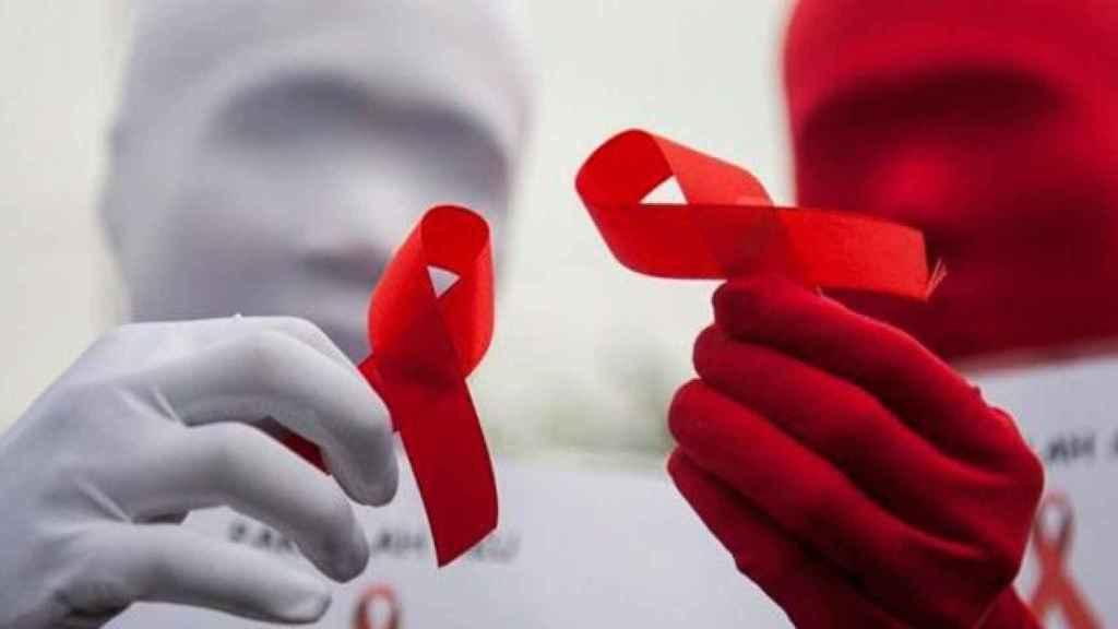 Lazos rojos, símbolo de la lucha contra el VIH./
