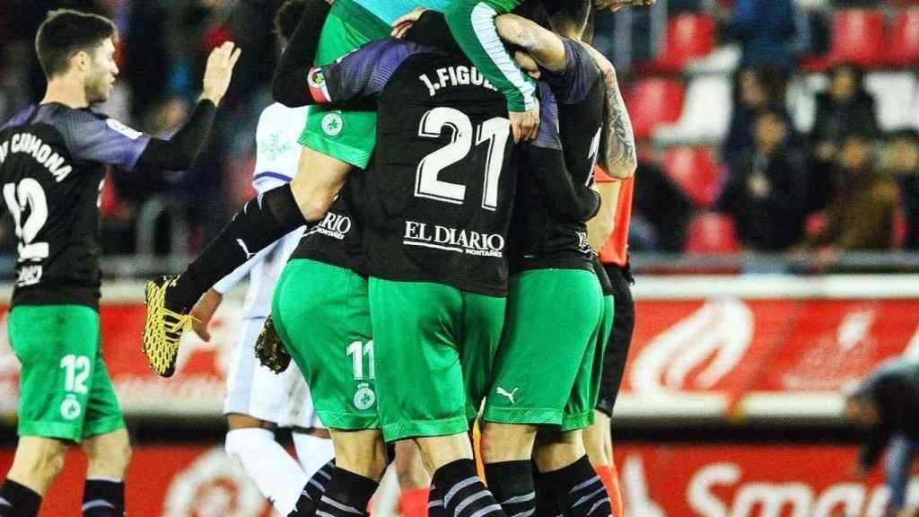 La piña de los jugadores del Racing de Santander