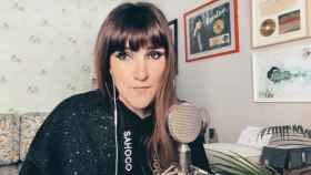 Rozalén en el videoclip de 'Resistiré 2020'.