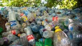 Un informe estima que la quema de los envases de estas empresas generan 4,6 millones de toneladas dióxido de carbono.