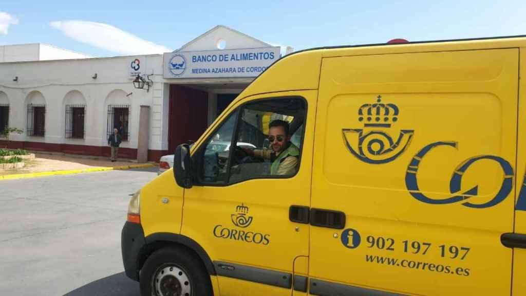 Correos transporta producto de primera necesidad al Banco de Alimentos, Córdoba.