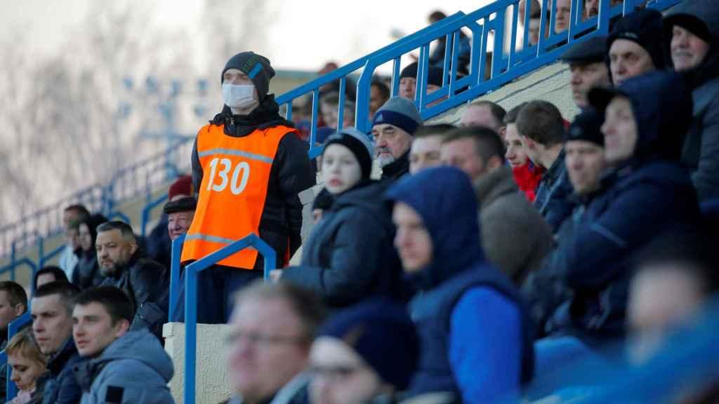 La grada de un partido de la liga bielorrusia