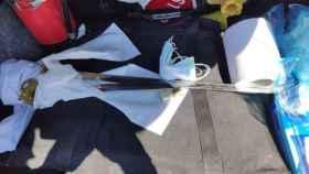 Espadas incautadas al sujeto detenido.