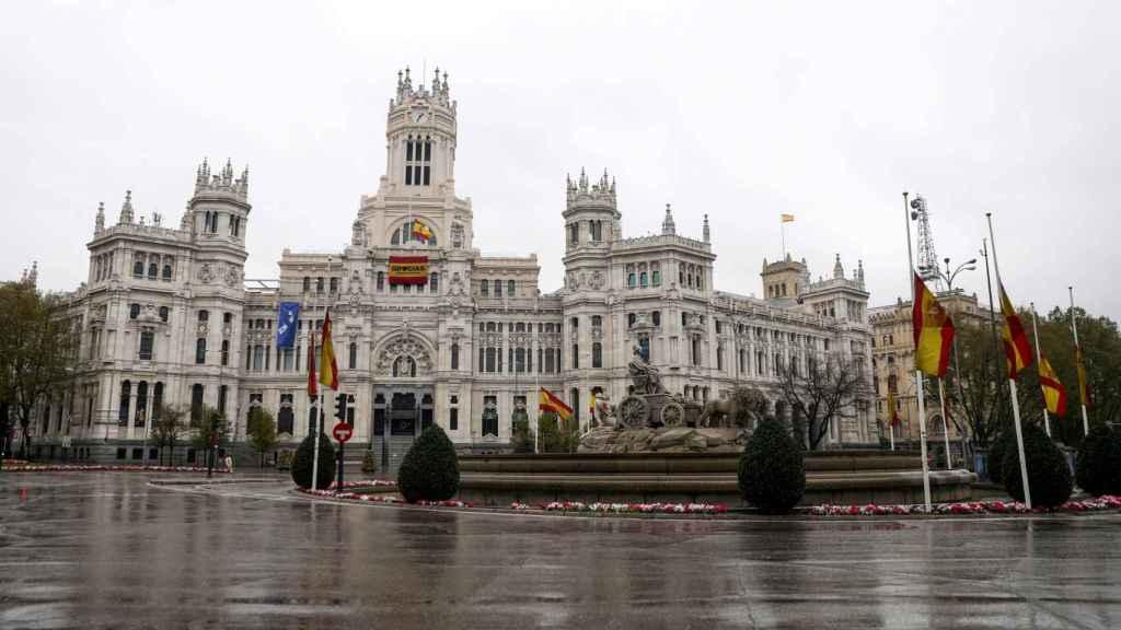 Imagen de la Plaza de Cibeles vacía, que podría repetirse durante un mes más.