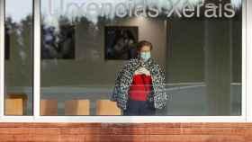 Una mujer en la sala de espera de las Urgencias del Hospital de Lugo.